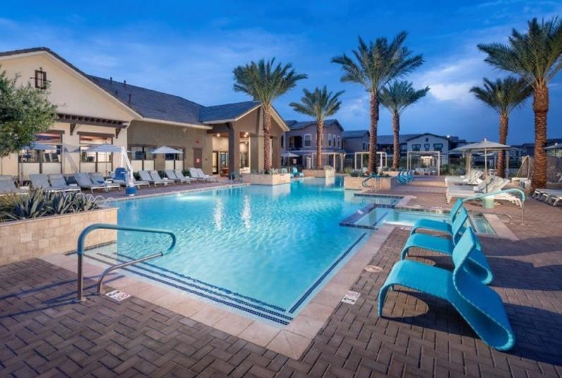 Vivace Pool