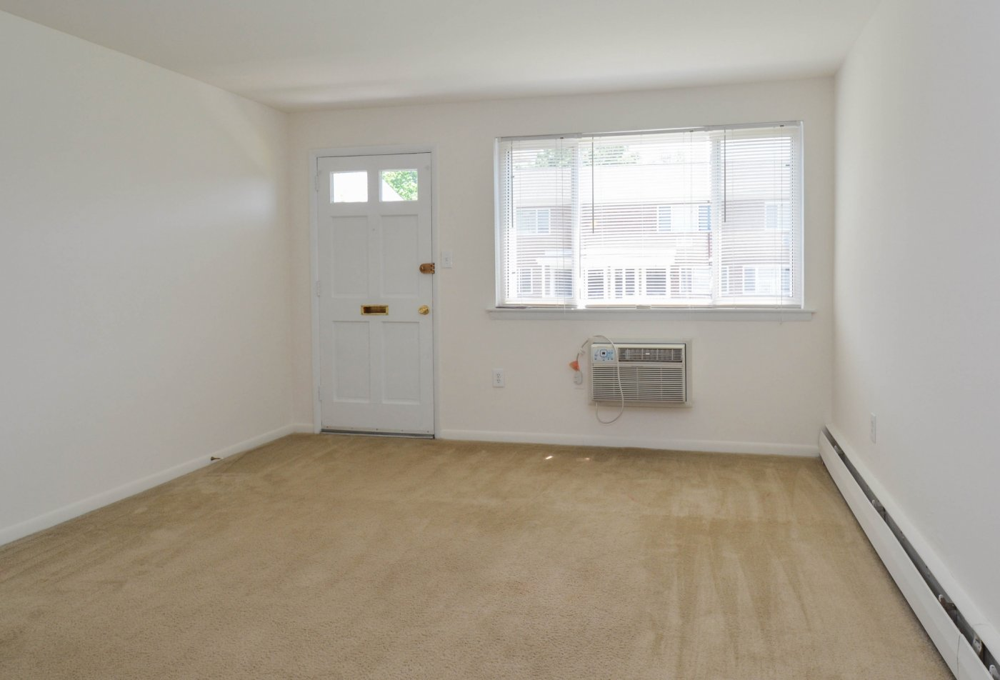 Spacious Living Room | Apartments in Aston, PA | Concord Court Apartments