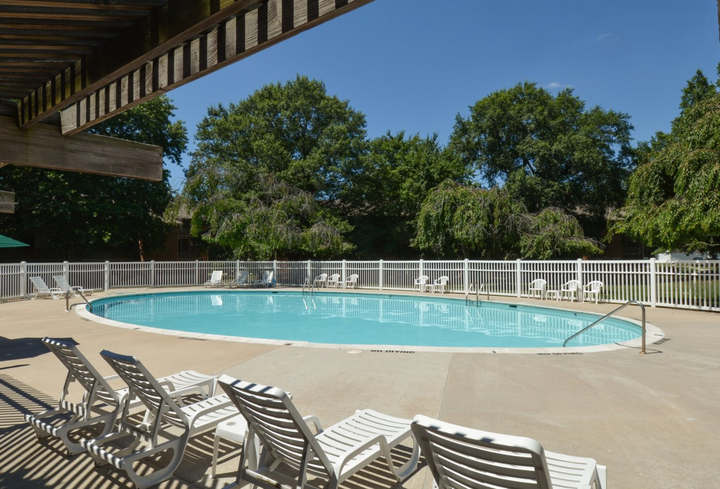 Swimming Pool | Apartment Homes in Dover, DE | Lake Club Apartments
