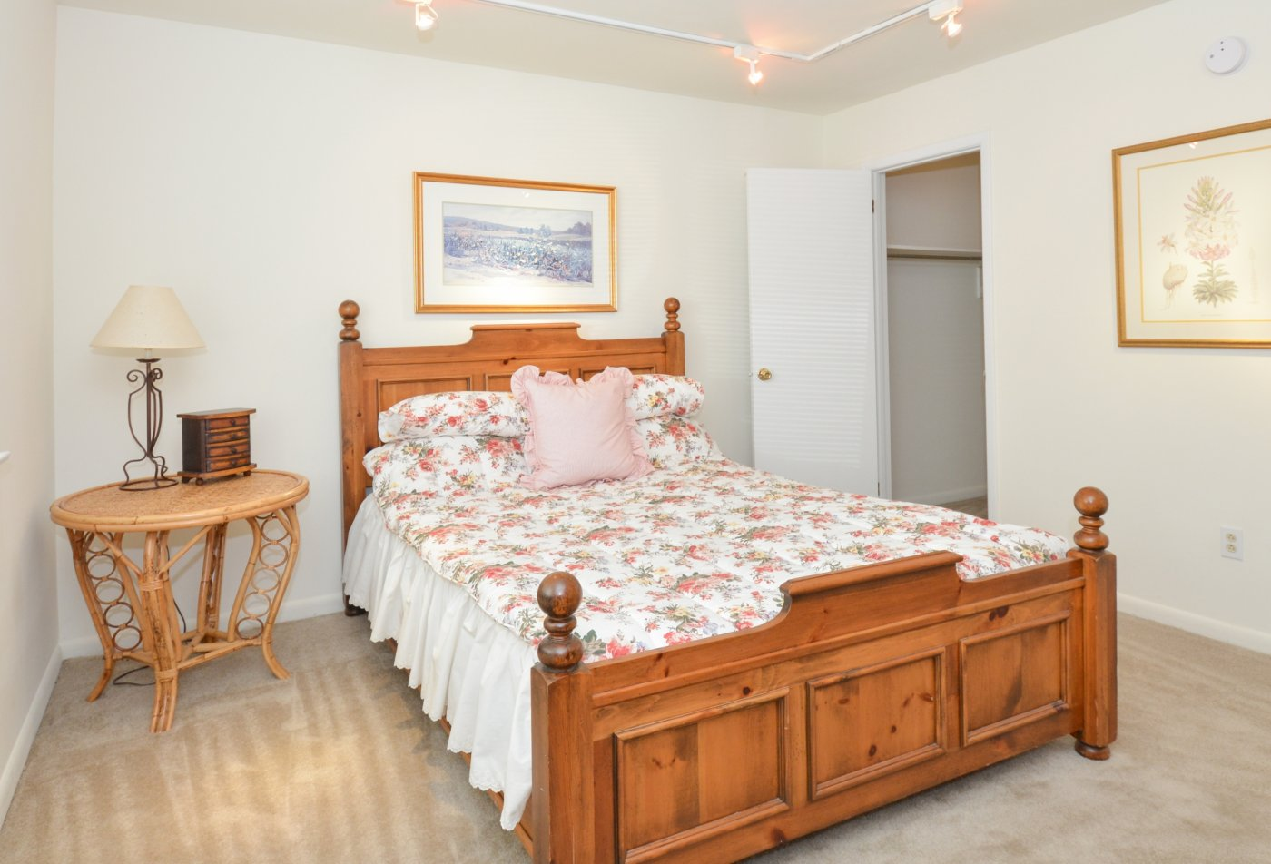 Spacious Master Bedroom   Apartments Homes for rent in Newark, DE   OakTree Apartments
