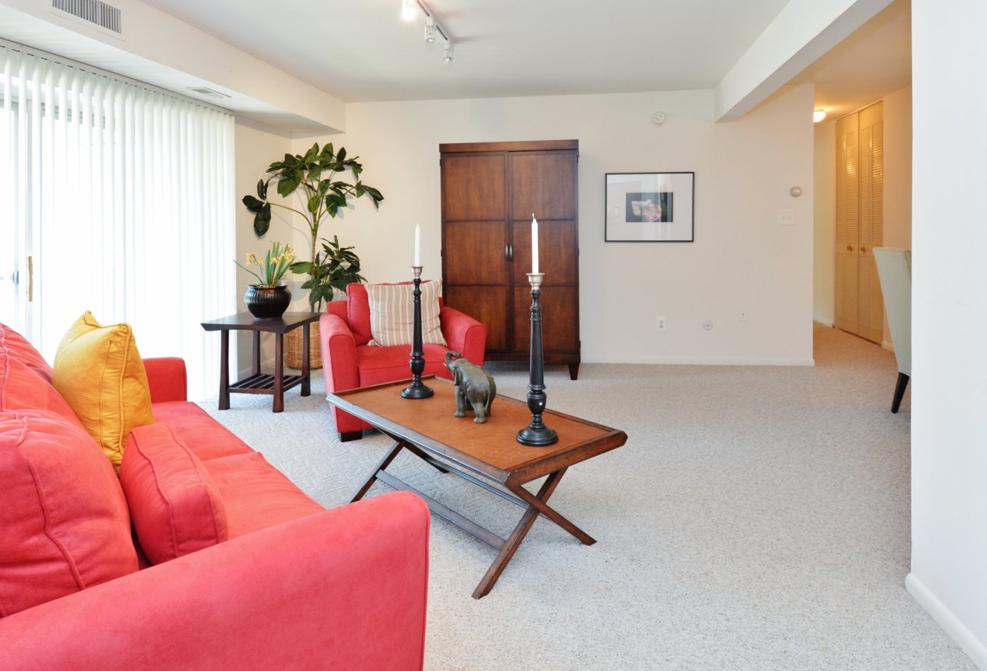 Spacious Living Room | Apartments in Lansdale, PA | Valley Stream Apartments