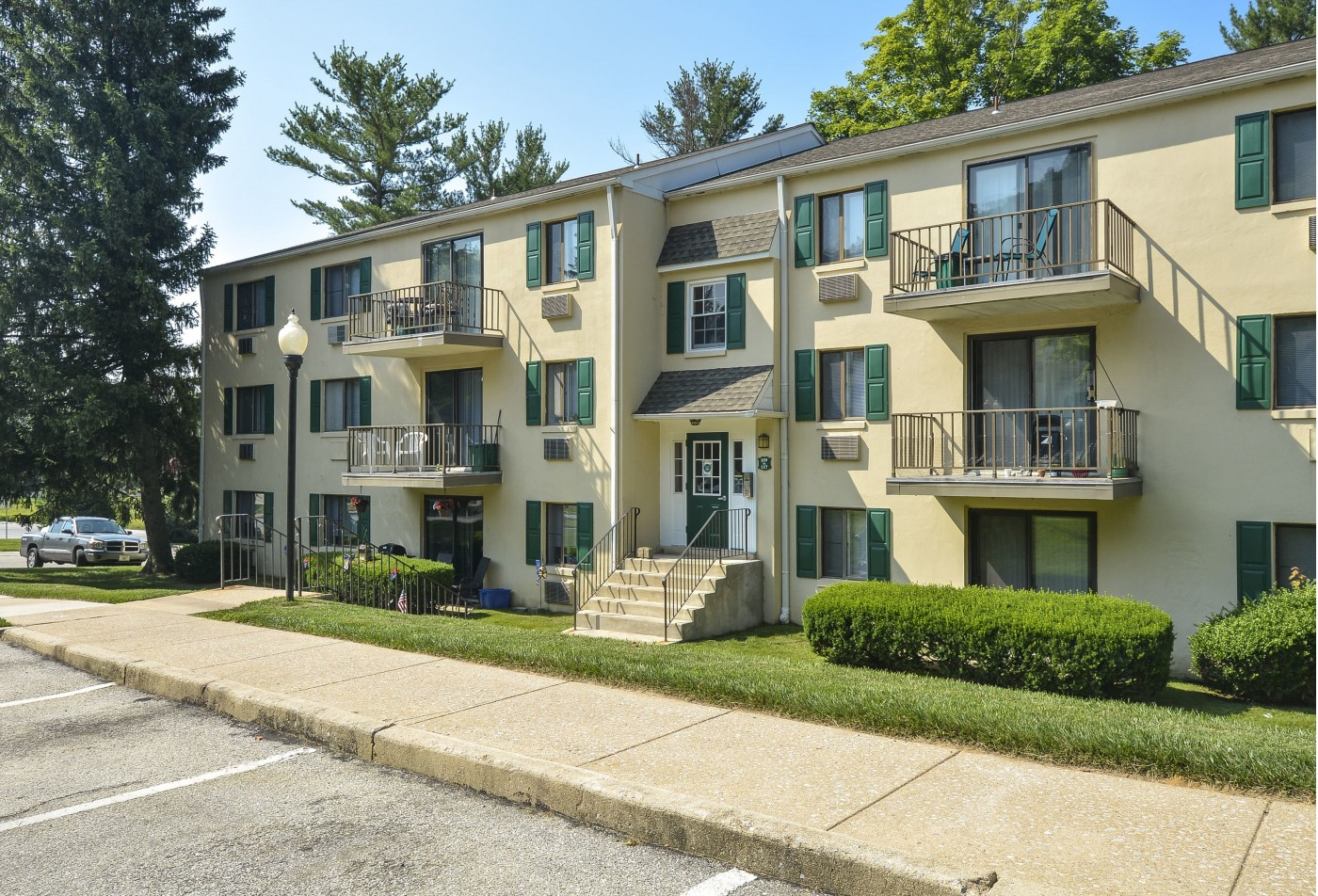 Swimming Pool | Apartment Homes in Downingtown, PA | Norwood House Apartments