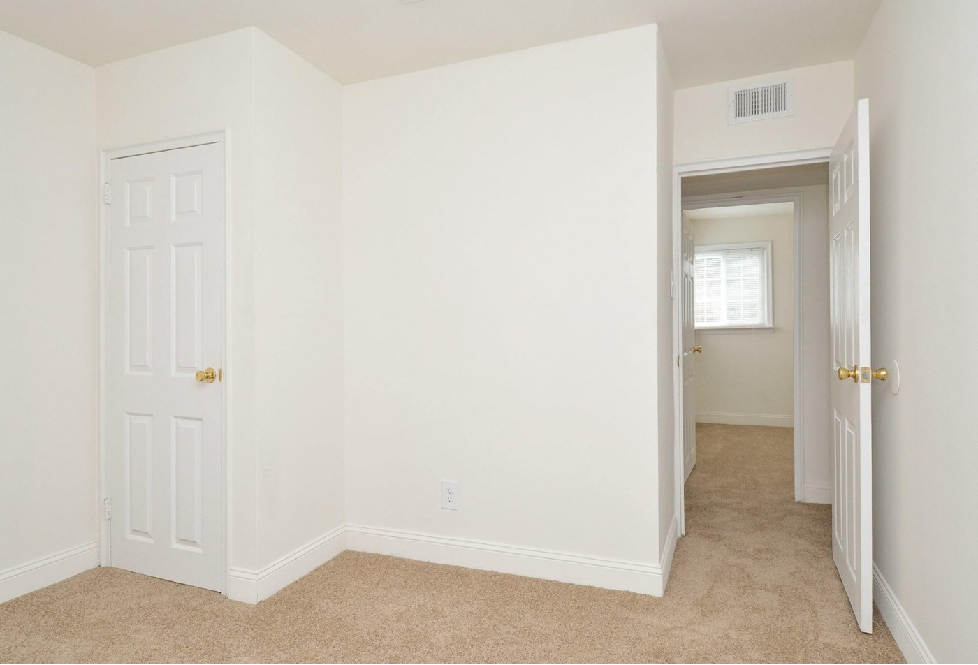 Spacious Living Room | Apartments in Wilmington, DE | Greenville on 141 Apartments & Townhomes