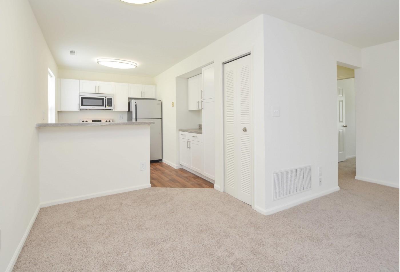 Spacious Hallway | Apartments in Marlton, NJ | Willlow Ridge Village Apartments