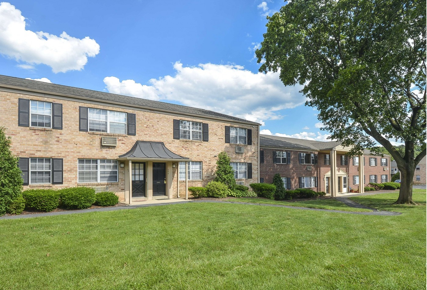 Resort Style Pool | Apartments For Rent In Wyomissing PA | Woodland Plaza