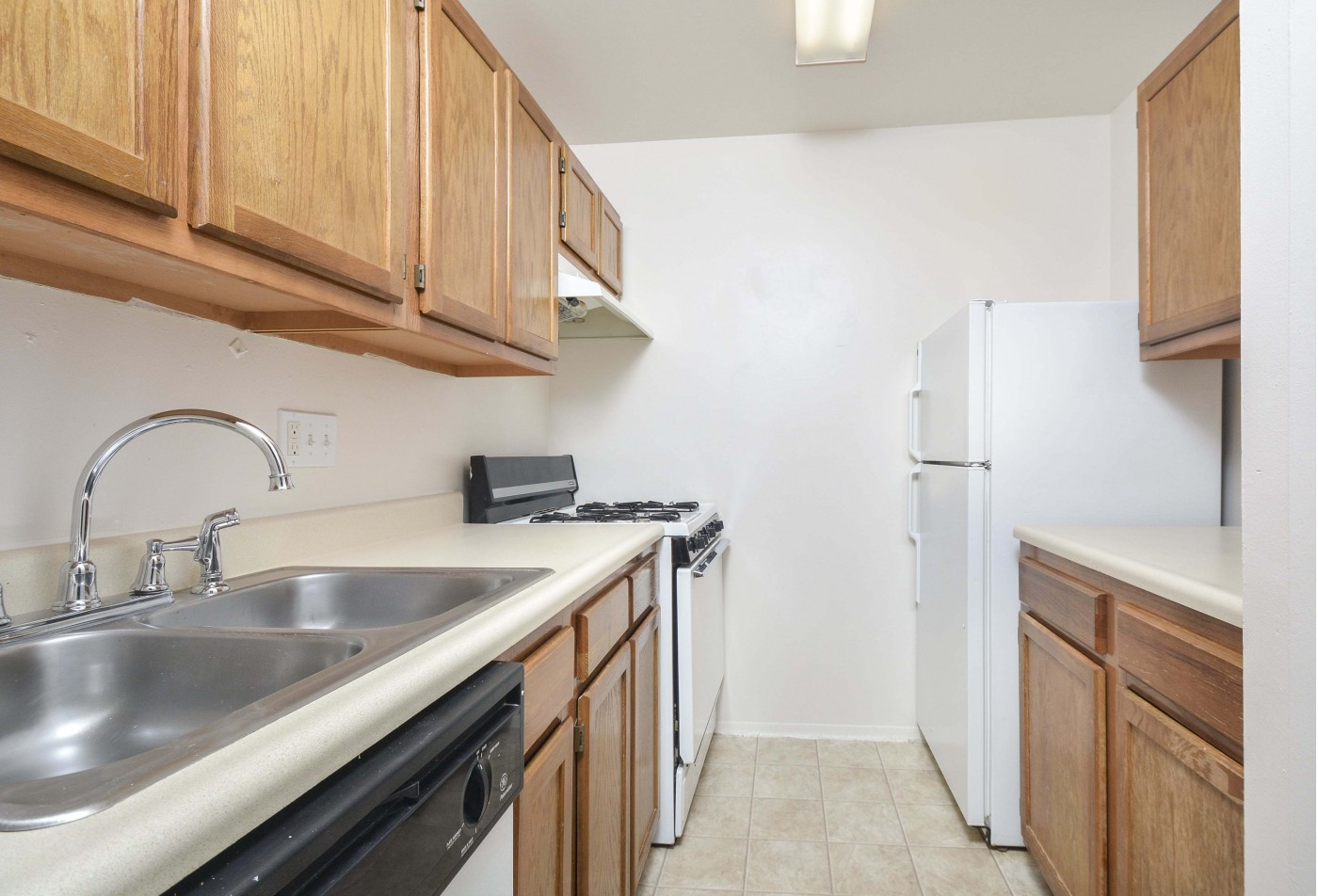 Sparkling Pool | Apartments In Wyomissing PA | Woodland Plaza