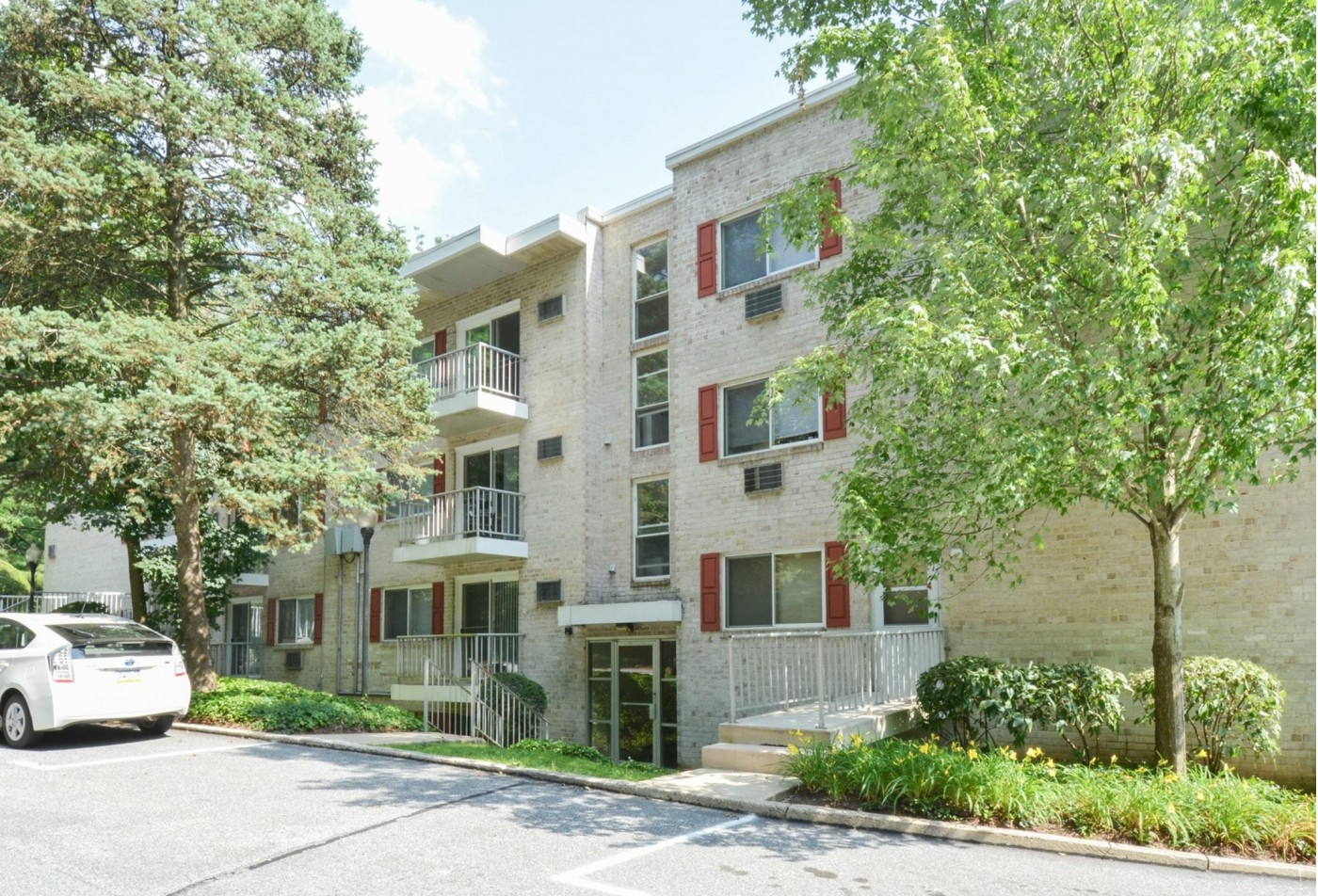 Apartment Homes in Media, PA | Gayley Park Apartments