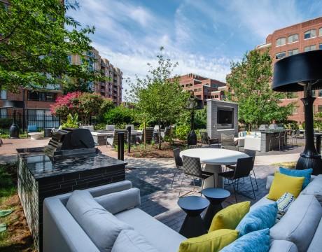Courtyard | Meridian at Braddock Station | Apartments Alexandria VA