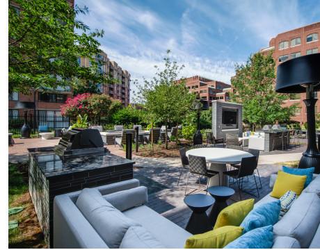 Courtyard   Meridian at Braddock Station   Apartments Alexandria VA