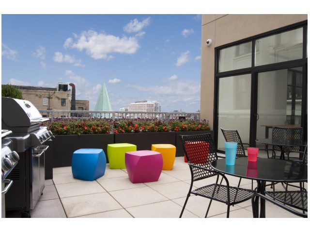 Image of Landscaped Rooftop Oasis with Gas Grills and Patio for Infinite Chicago - Student Living