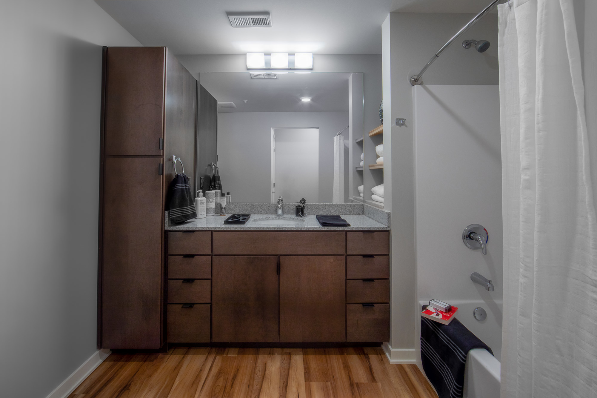 Excellent Bathroom Storage!