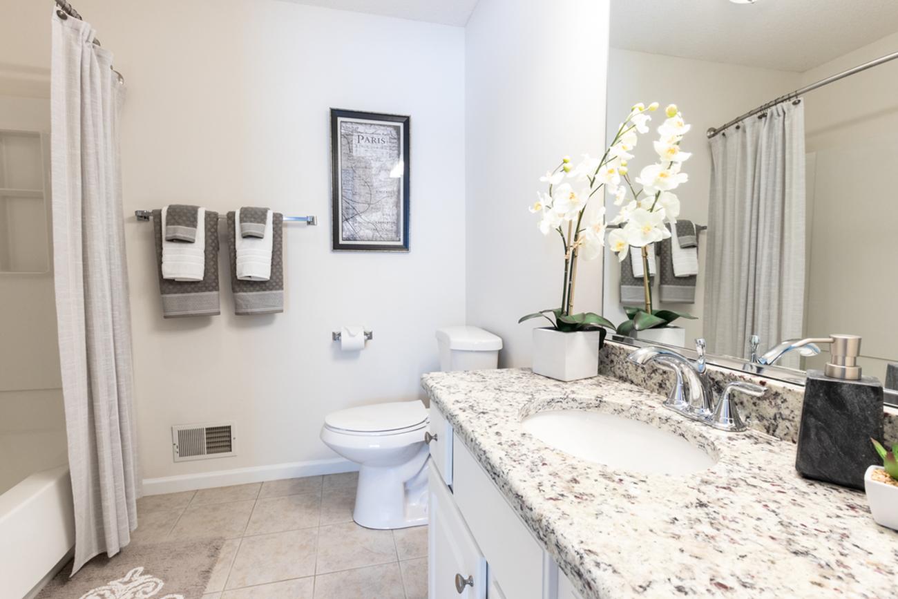 Autumn Creek apartments | beautiful bathrooms