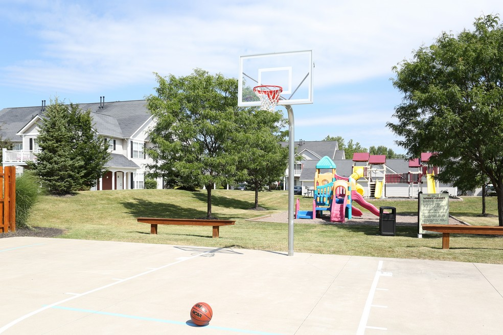 Resident Basketball Court | Apartment in East Amherst, NY | Autumn Creek Apartments