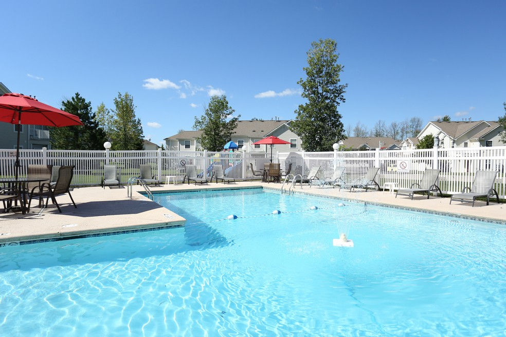Williamsville Apartments | heated swimming pool