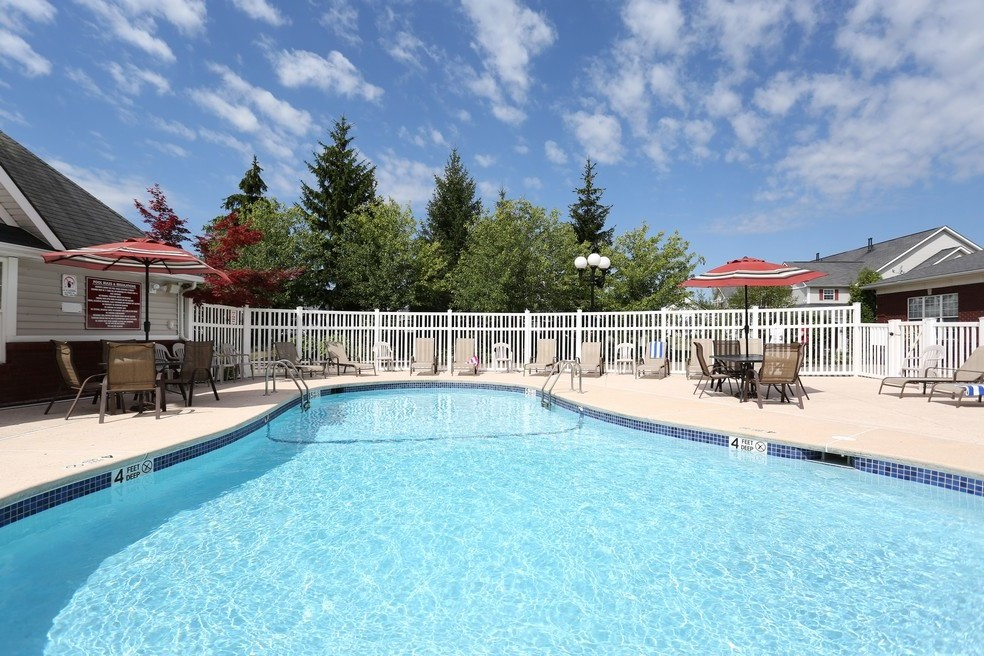Sparkling Pool | Apartments for rent in East Amherst, NY | Autumn Creek Apartments