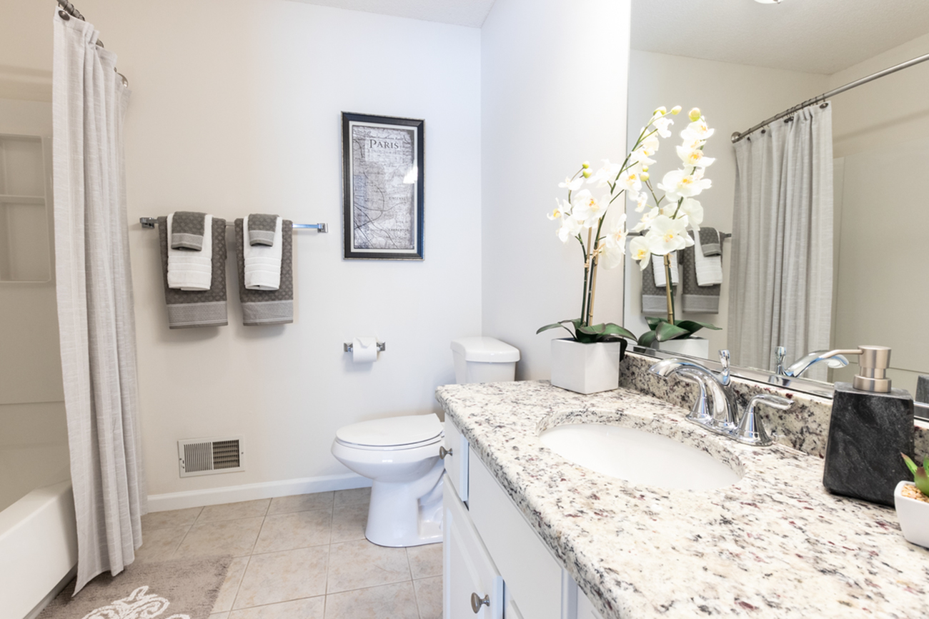 Elegant Master Bathroom | Apartments East Amherst, NY | Autumn Creek Apartments