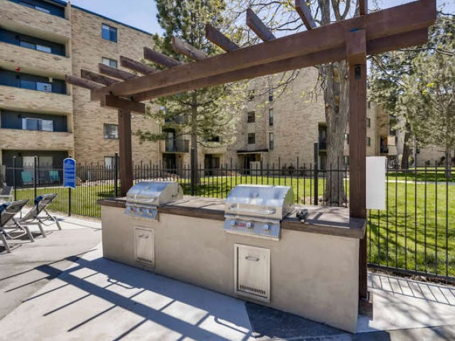 Image of BBQ Area for Lakeview Towers at Belmar Apartments