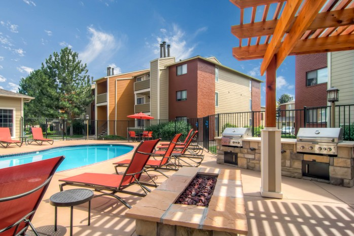 Resort Style Pool | Apartments In Littleton CO | Terra Vista at the Park