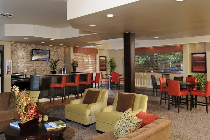 Resident Lounge | Apartment In Denver | Summitt Ridge