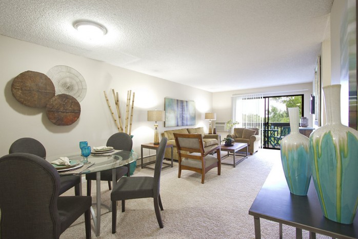 Spacious Dining Room   1 Bedroom Apartments Denver   Summitt Ridge