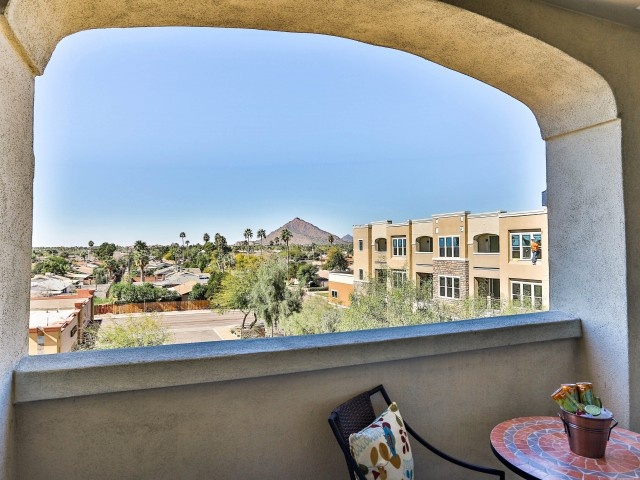 Image of Open patios and balconies for Luxe Scottsdale Apartments