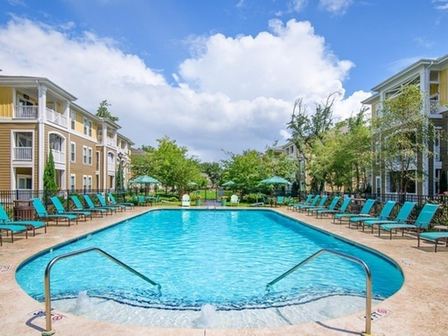 Image of Sparkling Salt-water  Pool with Cabana for 1000 West Apartments