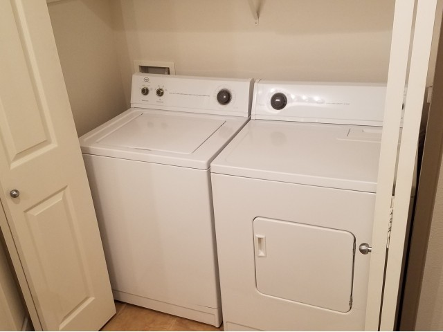 CenterPointe Apartments - Kennewick, WA - Full Size Washer and Dryer