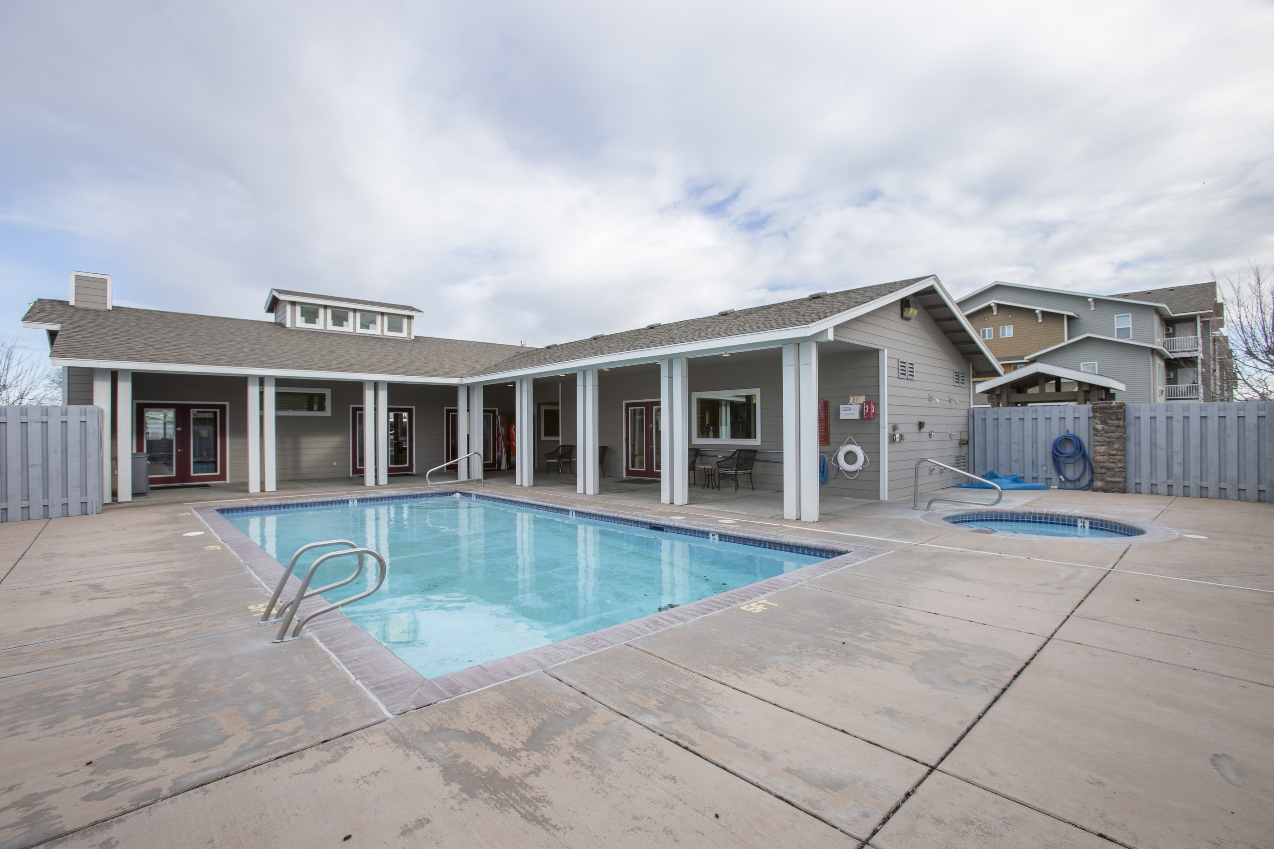 CenterPointe Apartments - Kennewick, WA - Outdoor Pool