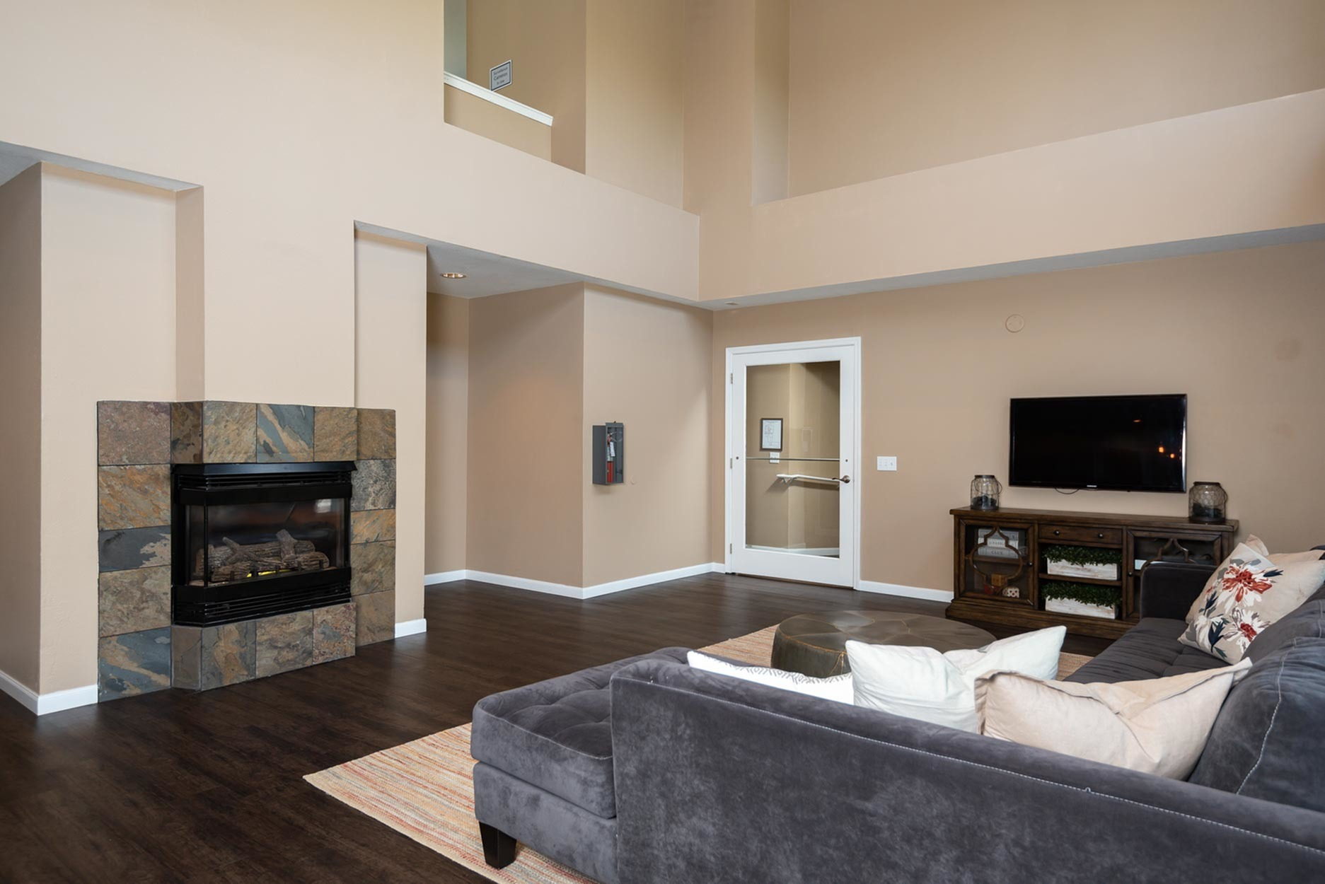 Image of TV Lounge for Murrayhill Park Apartments