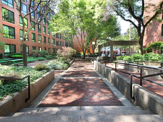 Image of Gated garden patio with grilling station for Christopher Columbus Plaza