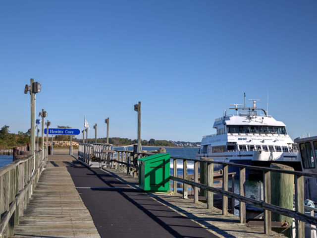 Image of Close by commuter boat transportation, major highways, medical centers, shopping, dining and recreational activities for Hewitts Landing