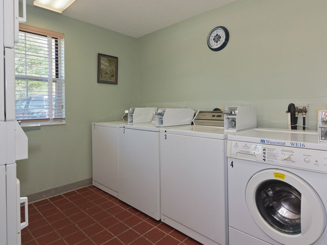 Image of Laundry care on-site for Lamplighter Village