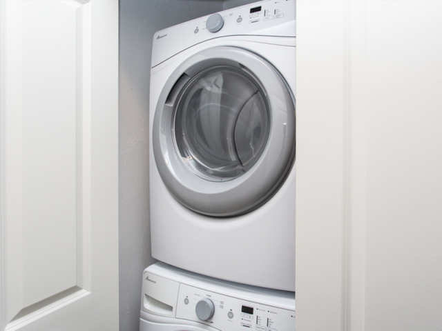 Image of Full Size In-home Washer/Dryer for 92 on North Main