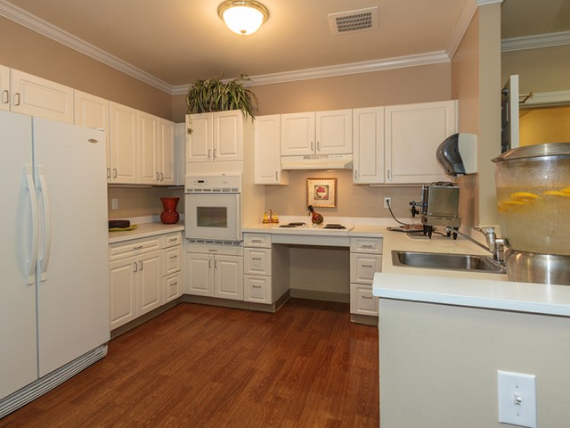 Image of Country kitchen for Zelma Lacey House