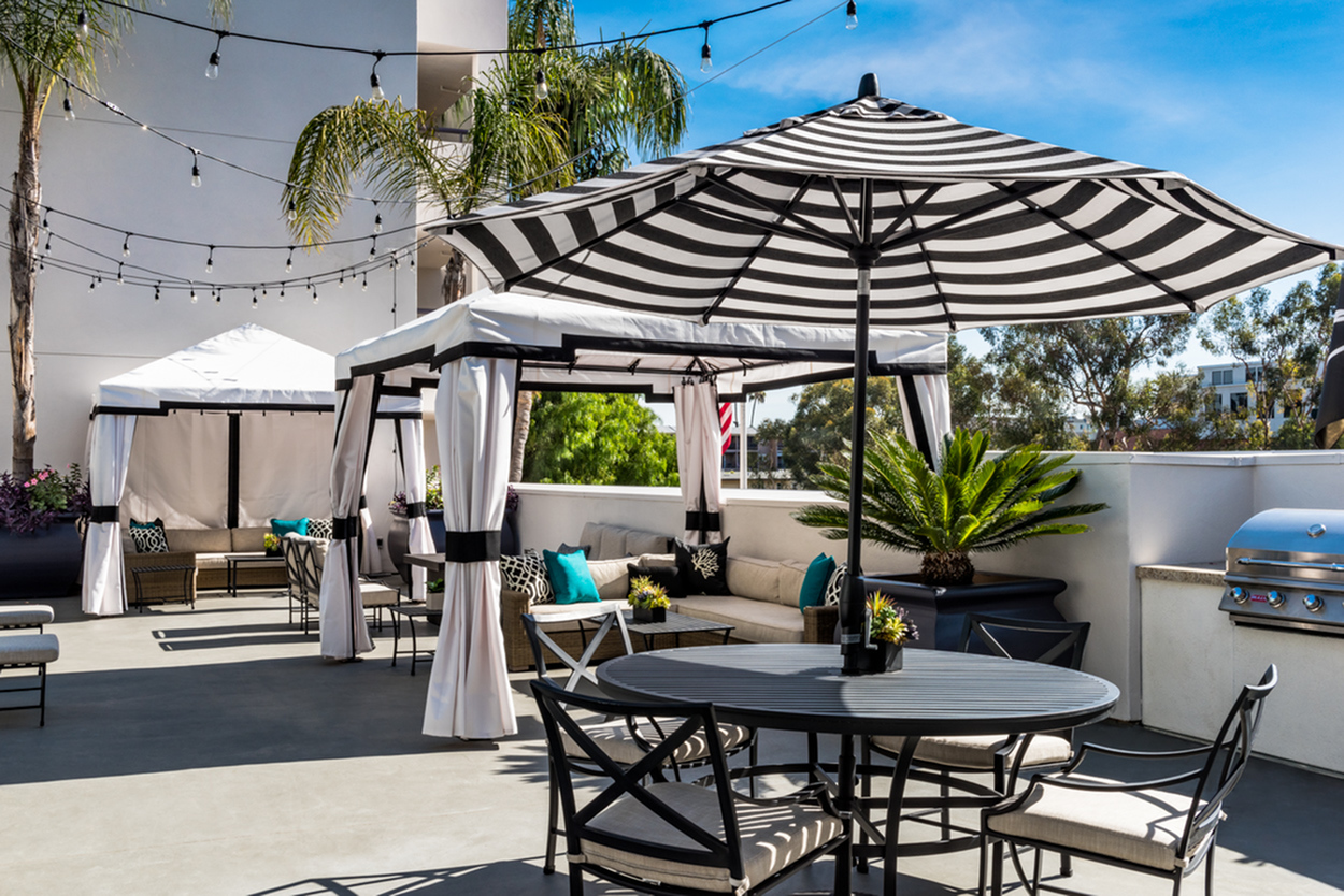 Image of Exclusive Warwick resident events: mix and mingle with your like-minded neighbors, make new friends, and enjoy complimentary hosted beverages for The Warwick