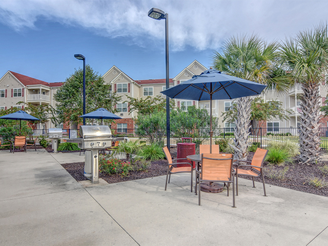 Image of Outdoor dining & BBQ area for Aspire 349