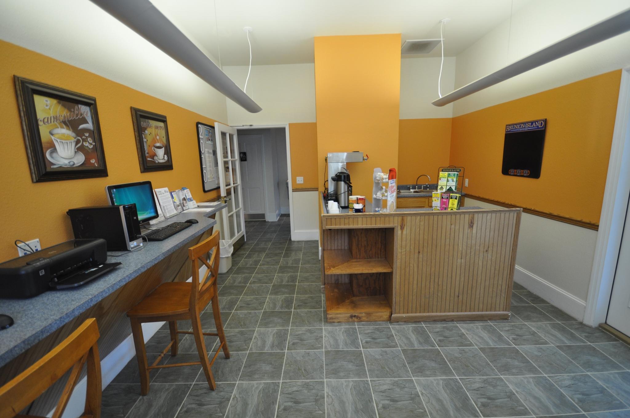 Laurel Bay Business Center | Community Business Center | Office Center for Residents in Beaufort SC
