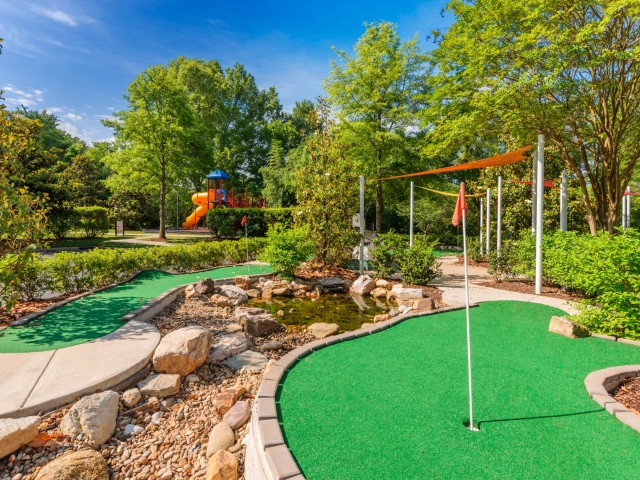 Image of Mini-Golf Course for Hideaway Lake Luxury Apartments