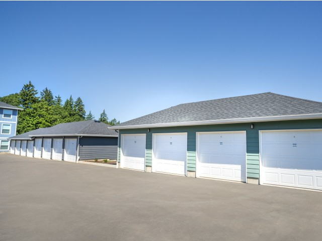 apartments with garages for rent