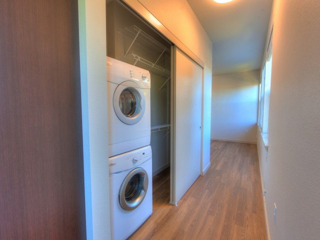 pdx apartment with in-unit laundry