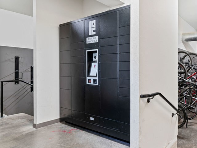 portland or apartments with package lockers