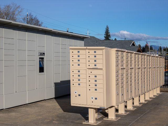 apartments with package lockers