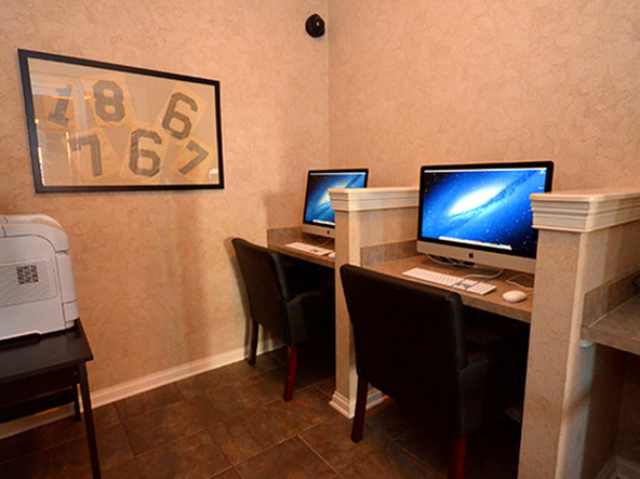 Academic Success Center with iMacs & FREE Printing
