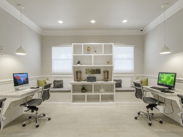 Image of Well-Appointed Business Center with 25 iMac Computers & PCs for The Mansions Woodland