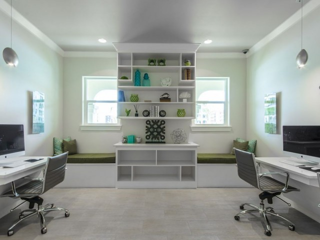 Image of Well-Appointed Executive Business Center with 27 iMac Computers for The Towers Seabrook