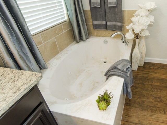 Image of Jacuzzi® Jetted Garden Tubs* for The Mansions on the Park