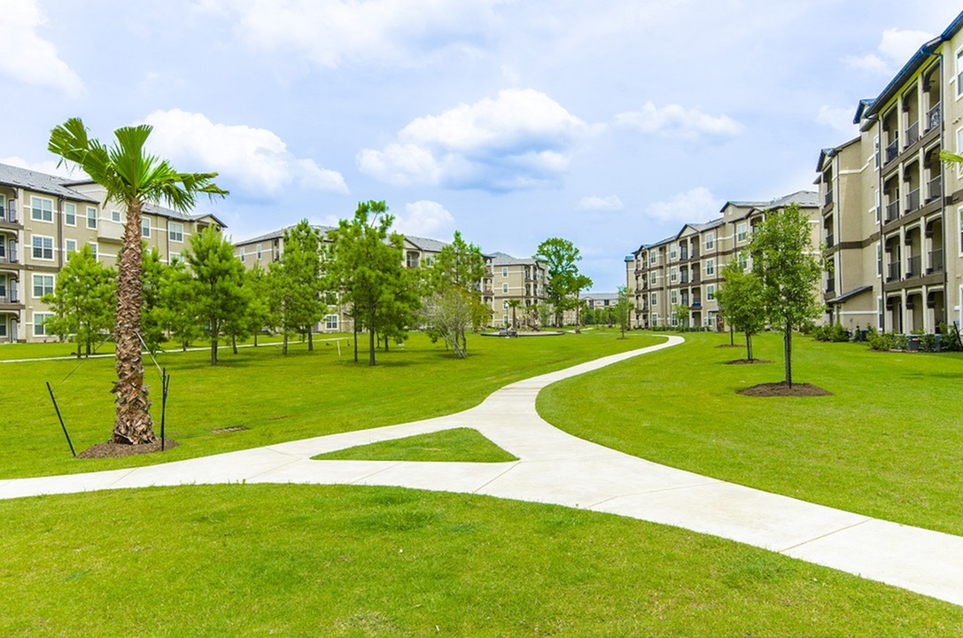 Image of Massive On-Site Central Park for The Grand Estates Woodland