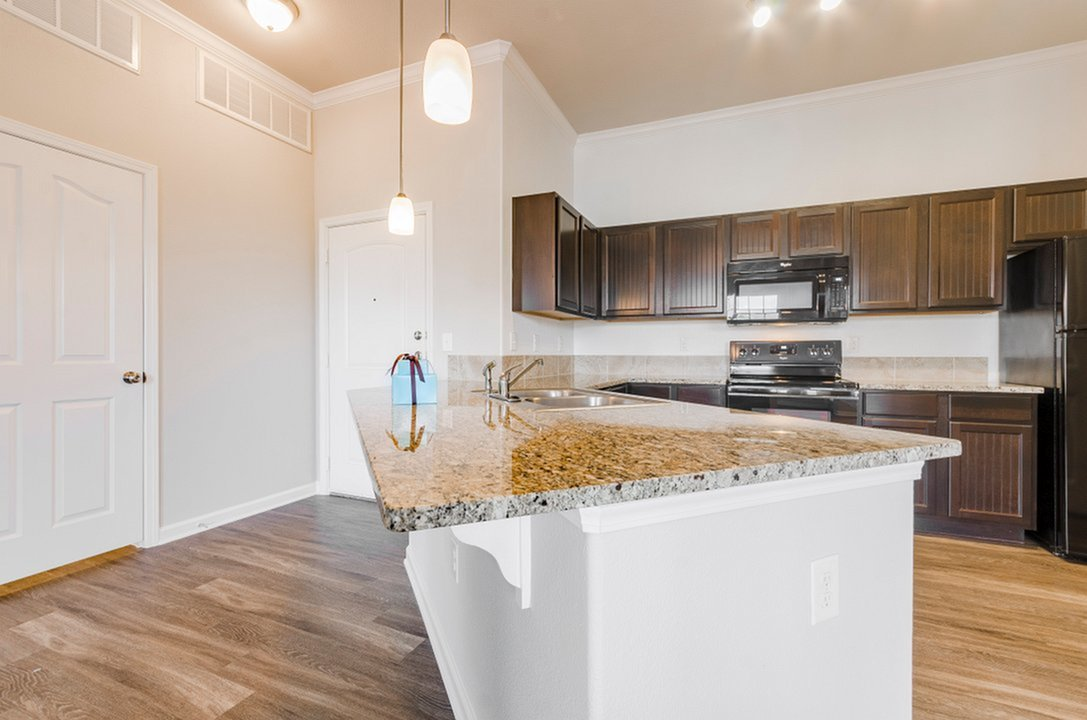 Image of Elegant Granite Kitchen & Bath Countertops for The Estates Woodland
