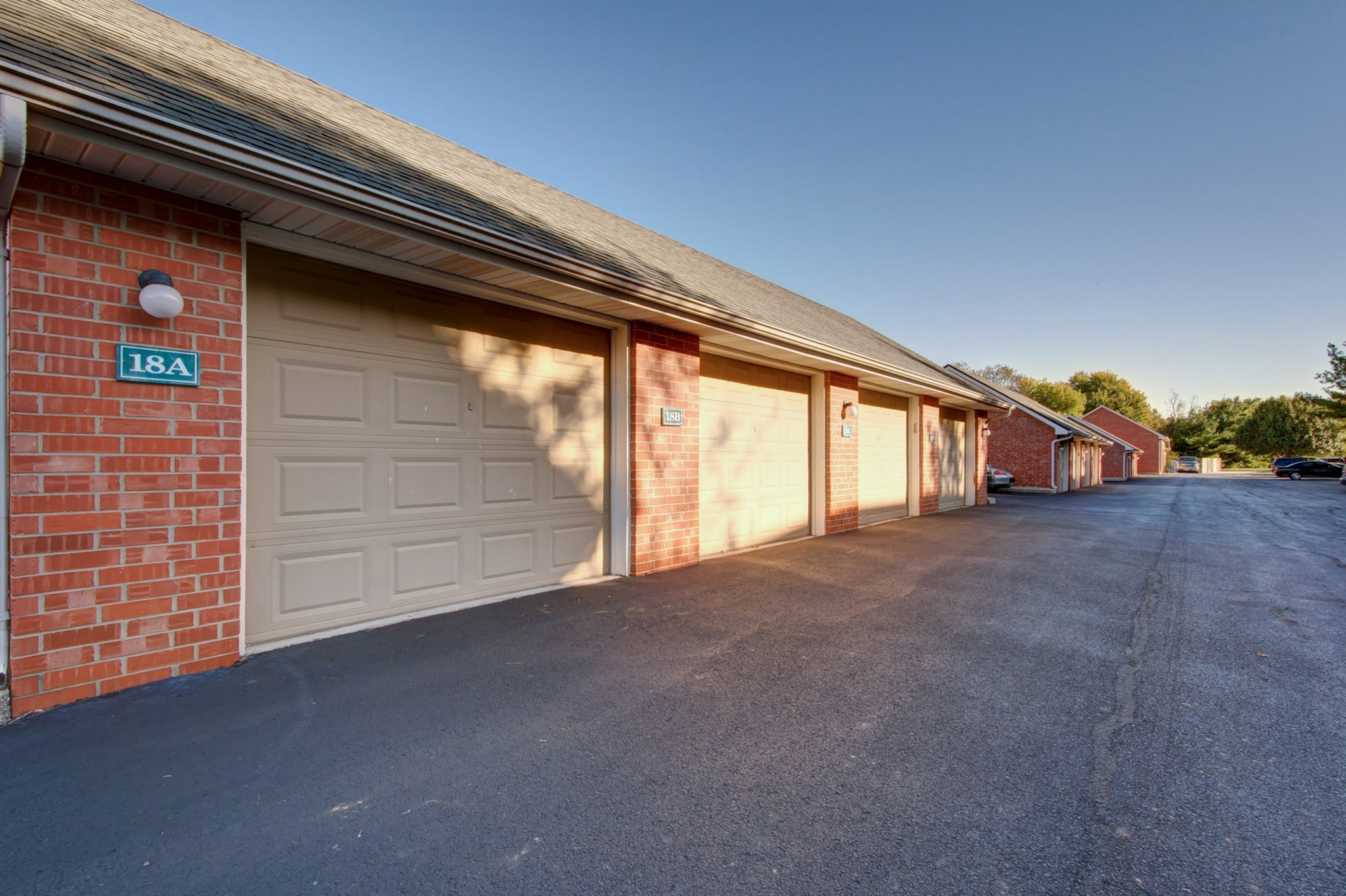 Image of Private Garage's Available for Lease for Lake Shore Apartments