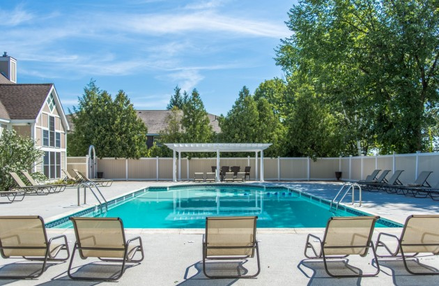 With a beautiful swimming pool, you can kick back and relax in the relaxing Nashua weather.